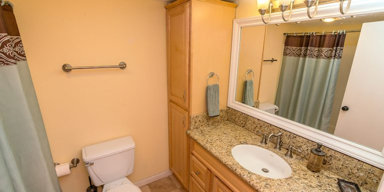 08-Bath-1592 Charterwood Ct
