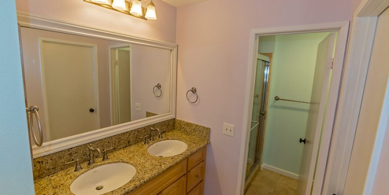 12-Masterbath-1592 Charterwood Ct
