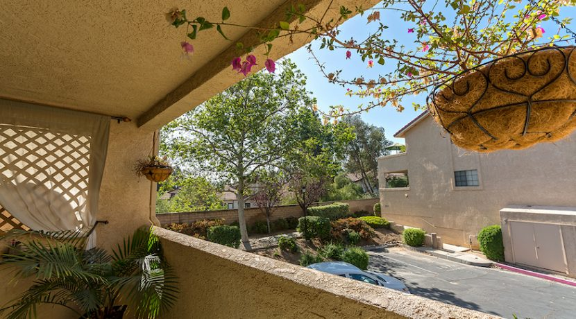 04-Patio 1-1592 Charterwood Ct