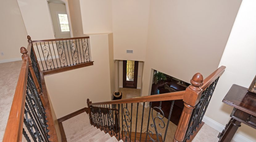 12 Spacious Landing Stairs Top - 1920 HAZEL NUT CT - AG