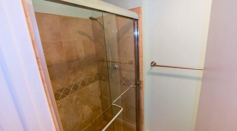 13-Shower Stall 1-1592 Charterwood Ct