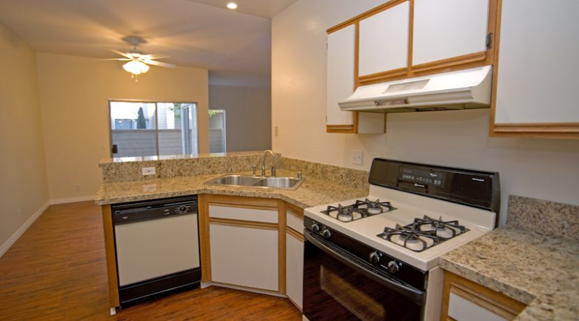 205-VIA-COLINAS---KITCHEN1