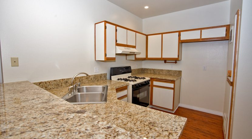 205-VIA-COLINAS---KITCHEN2