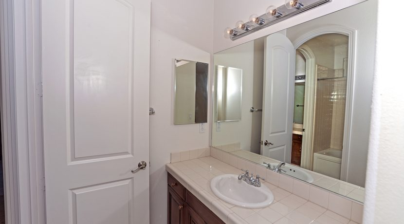 22 Small Shared Bath - 1920 HAZEL NUT CT - AG