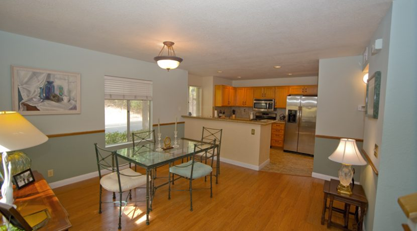 340-VIA-COLINAS-DINNING-AREA-KITCHEN