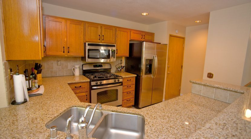340-VIA-COLINAS-KITCHEN-01