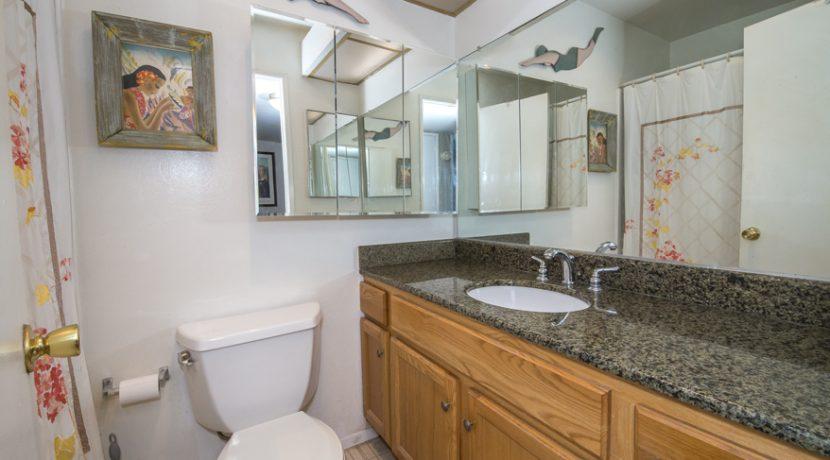 10 - Shared Bathroom